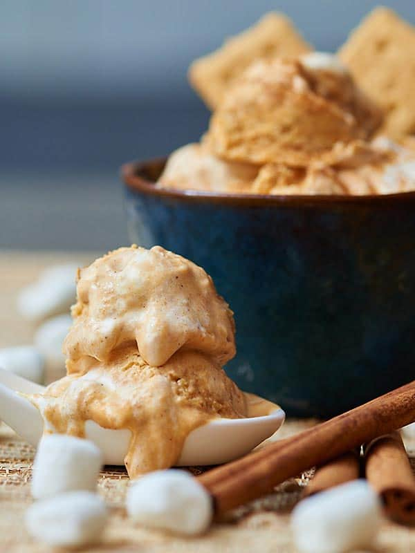 No-machine-required pumpkin ice cream with crunchy graham cracker bits and a creamy-dreamy marshmallow fluff swirl. It's pumpkin pie in ice cream form. www.showmetheyummy.com #pumpkin #icecream #pumpkinicecream #marshmallowfluff #grahamcrackers #pumpkinspice #nomachinerequired #whippedcream #pumpkin