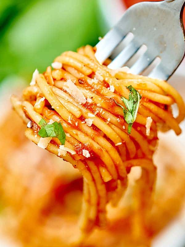 This homemade spaghetti sauce is well balanced and so versatile! Keep it simple and pour it over noodles, serve it up with chicken parmesan, or bake it into your favorite lasagna! This is a great options for vegans and vegetarians, too! The possibilities are endless! showmetheyummy.com #vegan #vegetarian #healthy #spaghetti #spaghettisauce #sauce