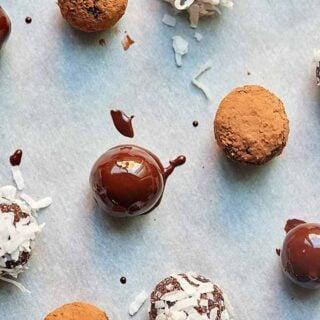 Chocolate Pistachio Energy Bites