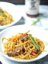 This easy beef lo mein recipe is a great combination of tender noodles, crunchy veggies, beef, and a yummy sauce made with Stubb's Beef Marinade! It's spicy, easy to make, and so delicious! showmetheyummy.com #beef #lomein #stubbs #bbq #noodles #asian #grilling #steak #spicy @stubbsbbqsauce