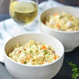 This one pot chicken bacon couscous really is a one pot wonder! Full of chewy bacon, tender chicken, crunchy veggies, and seasonings, this dish makes for a great dinner and even better leftovers! showmetheyummy.com #onepot #dinner #chicken #bacon #couscous #pasta #wine #easy #recipes