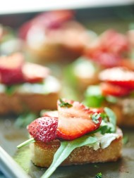 My favorite Mother's Day Recipes! All light, fresh, and springy for brunch, dinner, dessert, & of course, drinks... because sometimes mama needs a cocktail! showmetheyummy.com #mothersdayrecipes #springrecipes
