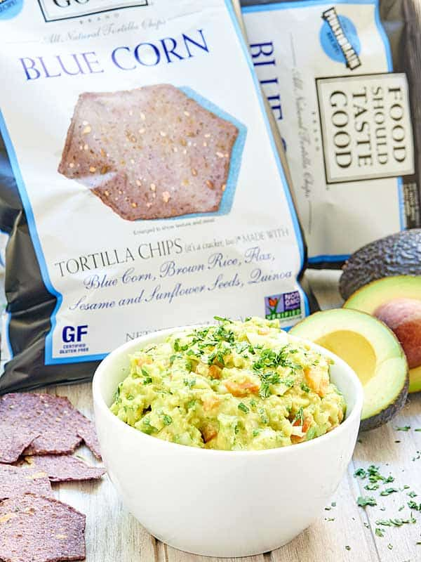 This easy guacamole recipe is vegan, gluten free, and healthy! This guacamole only has 8 ingredients and takes 5 minutes to put together! showmetheyummy.com #vegan #glutenfree #foodshouldtastegood @foodshouldtastegood