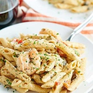 This easy shrimp alfredo is an impressive dish that's so easy to make! Penne pasta, shrimp, vegetables, and a creamy alfredo. What's not to love? showmetheyummy.com #pasta #alfredo #shrimp