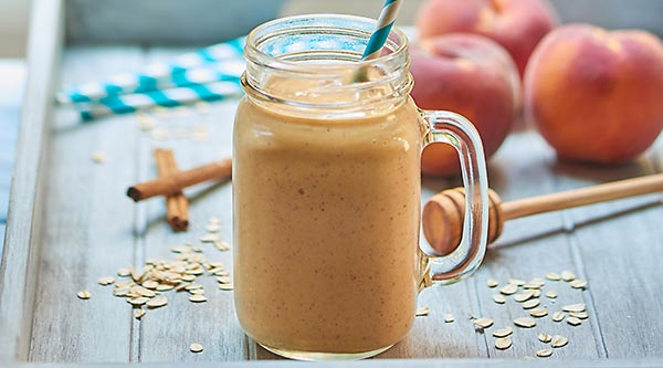 This Healthy Peach Cobbler Smoothie is so easy to make, tastes like peach cobbler, and is vegetarian and gluten free! Only 6 ingredients needed! showmetheyummy.com #healthy #smoothie