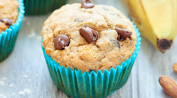 These Vegan Banana Chocolate Chip Muffins are healthy & use natural ingredients like agave, bananas, whole wheat pastry flour, coconut oil & almond milk! showmetheyummy.com #vegan #muffins @onebananas