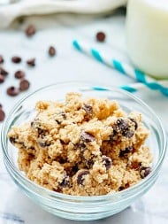 This Eggless Cookie Dough Recipe is safe to eat raw! Theres no flour, we use homemade oat flour instead, & no eggs! Easy edible cookie dough for the win! showmetheyummy.com #cookiedough #dessert