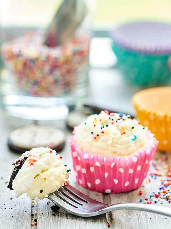 These funfetti cheesecake cupcakes have 3 layers: birthday cake oreo crust, no bake funfetti cheesecake filling, and funfetti cream cheese buttercream! showmetheyummy.com #funfetti #cake
