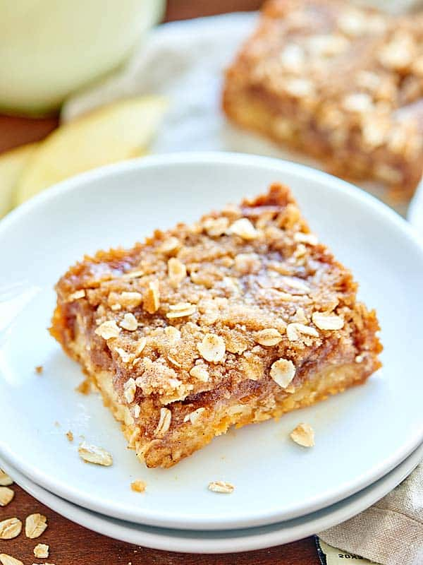 These Salted Caramel Apple Bars are everything! Shortbread crust + apple slices + homemade salted caramel + streusel crumbly topping = best fall dessert! showmetheyummy.com #apple #caramel