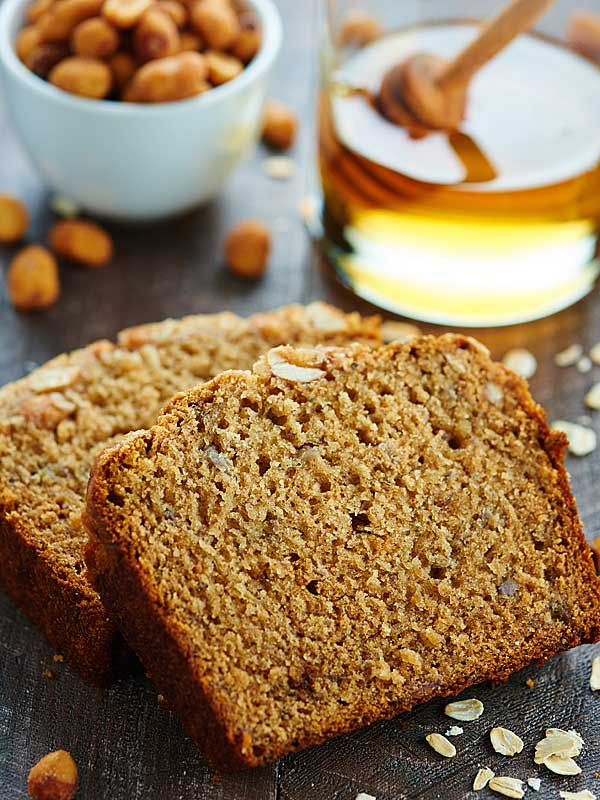 This Peanut Butter Honey Banana Bread recipe is moist, peanut butter-y, naturally sweetened w/ honey & bananas, & topped w/ a honey roasted peanut streusel. showmetheyummy.com #bananabread #baking