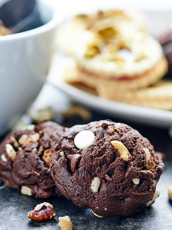 These Double Chocolate Chip Cookies are quick and easy to make and are filled with semi-sweet chocolate chips, white chocolate chips, cashews, and pecans! showmetheyummy.com @DiamondNuts #spon #cookies