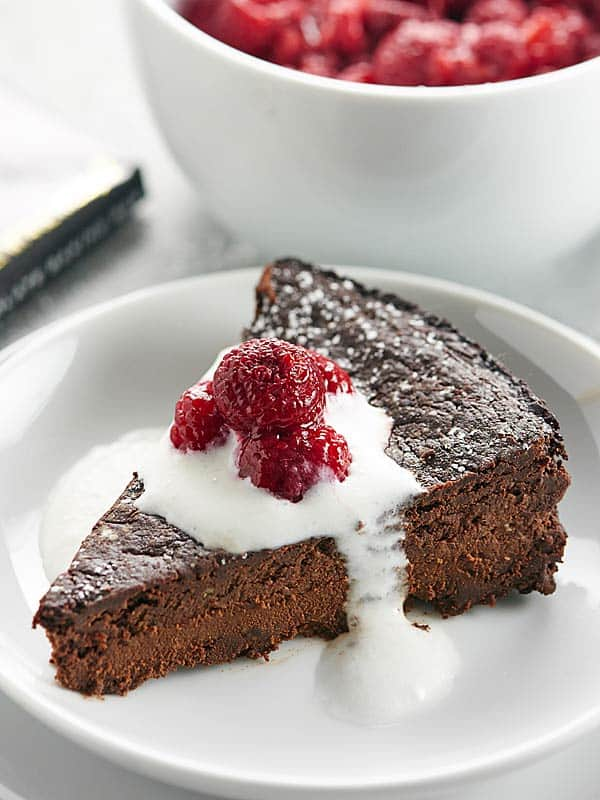 This Vegan Flourless Chocolate Cake Recipe is easy to make, gluten ...