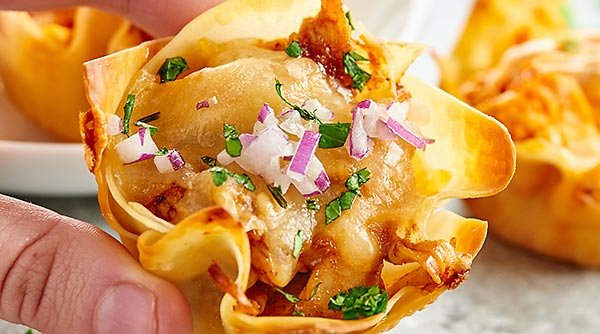 Chicken Wonton Cups made two ways. Wonton cups are filled with a spicy buffalo, blue cheese filling or a sweet BBQ, jack cheese filling and baked to golden perfection! showmetheyummy.com #wontoncups #buffalochicken