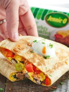This Sausage Breakfast Quesadilla Recipe is healthy, easy, freezer friendly, can be made in advance, & is full of lean turkey sausage and plenty of veggies! showemtheyummy.com #spon #jennieo @jennieorecipes