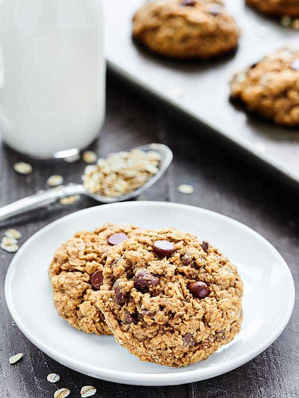 These Oatmeal Chocolate Chip Cookies are ultra chewy and naturally gluten free. These cookies are full of oats, brown sugar, cinnamon, and chocolate chips! showmetheyummy.com #oatmealcookies #chocolatechipcookies