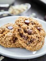 These Oatmeal Chocolate Chip Cookies are ultra chewy and naturally gluten free. These cookies are full of oats, brown sugar, cinnamon, and chocolate chips! showmetheyummy.com #oatmeal #cookie #chocolatechip
