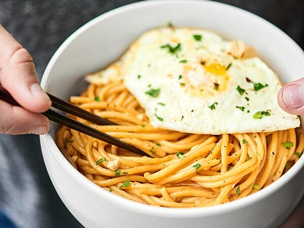 These Thai Peanut Noodles are made w/ ingredients you probably already have at home! They're easy to make, truly delicious, & take 10 mins to whip up! showmetheyummy.com #thainoodles #peanutnoodles