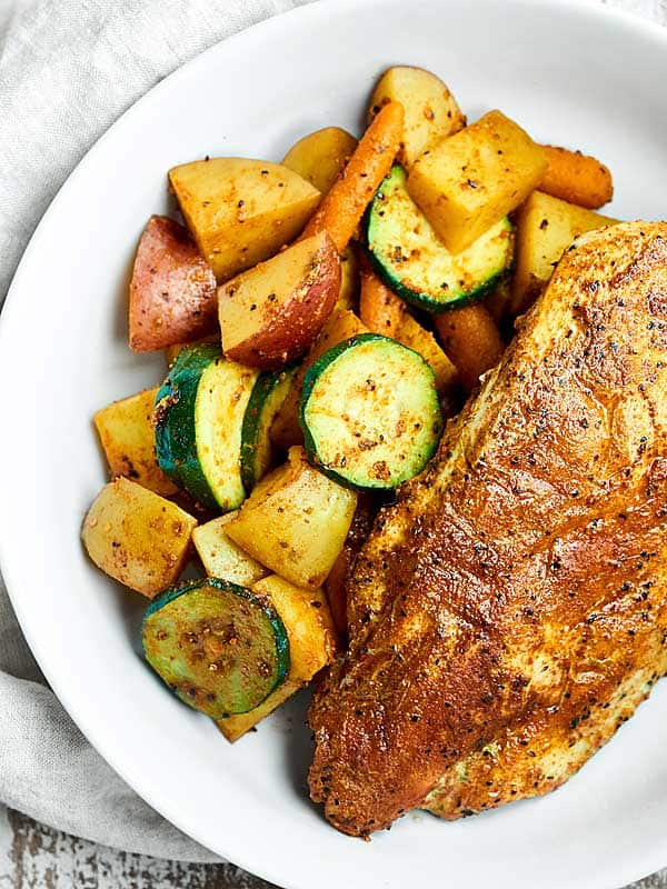 These Chicken and Vegetable Foil Packets are perfect for easy, healthy, weeknight dinners! Full of BBQ chicken, zucchini, carrots, & potatoes. showmetheyummy.com #ad #stubbsinsider @stubbsbbq