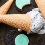 No ice cream machine is needed to make this No Churn Mint Oreo Ice Cream Recipe! 7 ingredients & 10 minutes for the fluffiest, creamiest ice cream ever! showmetheyummy.com #mintoreo #nochurnicecream