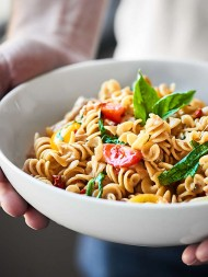 Full of whole wheat rotini, tomatoes, basil, arugula, and three kinds of cheese, this Caprese Mac and Cheese Recipe is a semi lightened up One Pot Wonder of yum! showmetheyummy.com Recipe made in partnership w/ @WisconsinCheese #NationalMacandCheeseDay #WisconsinCheese