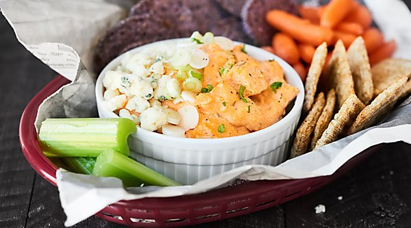 This Slow Cooker Cheesy Buffalo Chicken Dip is the snack dreams are made of! Only 5 minutes of prep for this ultra cheesy, perfectly spicy, super creamy chip dip! showmetheyummy.com #buffalochickendip #slowcookerbuffalochickendip