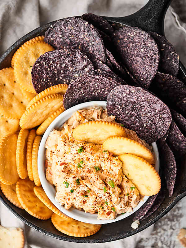 This Crack Dip is highly addictive. You've been warned. ;) Full of cream cheese, bacon, sour cream, spices and more, you're never gonna want to stop eating it! showmetheyummy.com #crackdip #baconappetizer