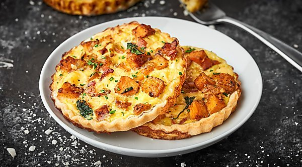 #ad An Easy Cheesy Bacon Breakfast Tart Recipe full of crispy bacon, smoky gouda, and creamy sweet potatoes! Made ultra easy with store bought pie dough! showmetheyummy.com Recipe made in partnership w/ @jonesdairyfarm #JonesFamilyRules