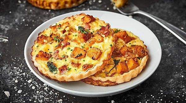 #ad An Easy Cheesy Bacon Breakfast Tart Recipe full of crispy bacon, smoky gouda, and creamy sweet potatoes! Made ultra easy with store bought pie dough! showmetheyummy.com Recipe made in partnership w/ @jonesdairyfarm #JonesFamilyRules