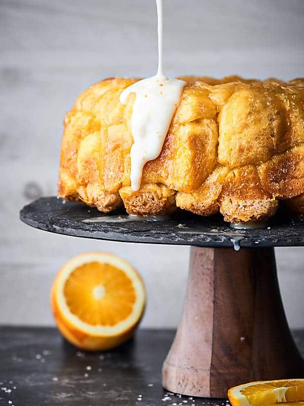 #ad Brunch just got better with this Easy Mimosa Monkey Bread Recipe! Refrigerated biscuits get smothered in fresh orange juice, prosecco, butter, and sugar! It's gooey perfection. Made in partnership w/ @barefootwine #mimosa #monkeybread