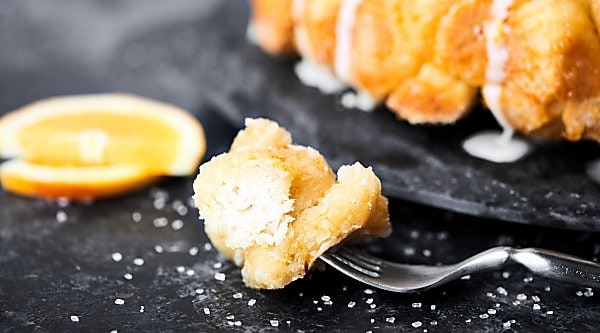 #ad Boozy brunch just got better with this Easy Mimosa Monkey Bread Recipe! Refrigerated biscuits get smothered in fresh orange juice, prosecco, butter, and sugar! It's gooey perfection. Made in partnership w/ @barefootwine #mimosa #monkeybread