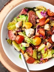 This Antipasto Chicken Salad Recipe only takes 10 minutes to put together and is full of all your favorite antipasto ingredients: pepperoni, mozzarella, basil, roasted red peppers, and more! showmetheyummy.com