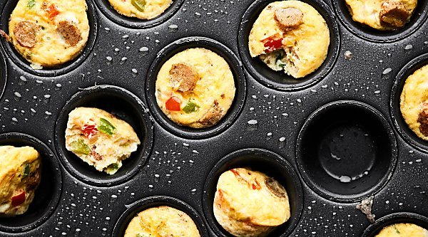 #ad Start your day right with these 29 calorie Healthy Breakfast Casserole Bites! Packed with veggies, chicken sausage, and eggs, these bites are healthy, gluten free, and totally flavorful! showmetheyummy.com Made in partnership w/ @jonesdairyfarm