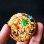 These No Bake Monster Cookie Bites only require 5 minutes of prep and 5 ingredients: peanut butter, honey, oats, chocolate chips, and M&Ms! showmetheyummy.com