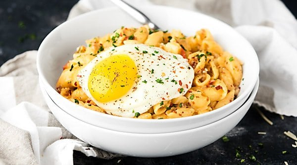 #ad This Breakfast Mac and Cheese Recipe is made in ONE pot and is loaded with THREE kinds of cheese, spicy breakfast sausage, and potatoes, and topped with a runny egg! showmetheyummy.com Made in partnership w/ @crystalfarms #cheeselove #CrystalFarmsCheese