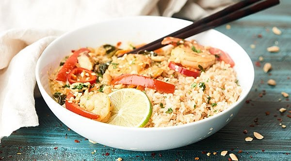 #ad This Thai Seafood Curry is a healthy flavor explosion in your mouth! Full of mixed seafood, veggies, lite coconut milk, lime juice, green curry paste, and more... it's easy, healthy, and so darn tasty! showmetheyummy.com Made in partnership w/ @chickenofthesea #EatMoreSeafood