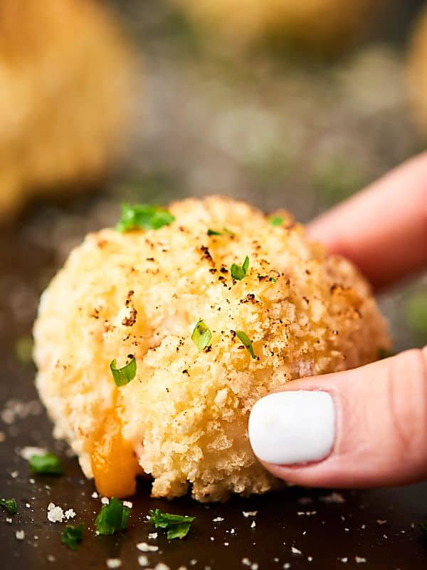 #ad These Loaded Baked Potato Croquettes are full of fluffy Idahoan Signature™ Russets Mashed Potatoes, gooey cheese, salty bacon, and coated with crispy panko. A surprisingly easy, yet impressive appetizer for any occasion! showmetheyummy.com Made in partnership w/ @idahoanfoods