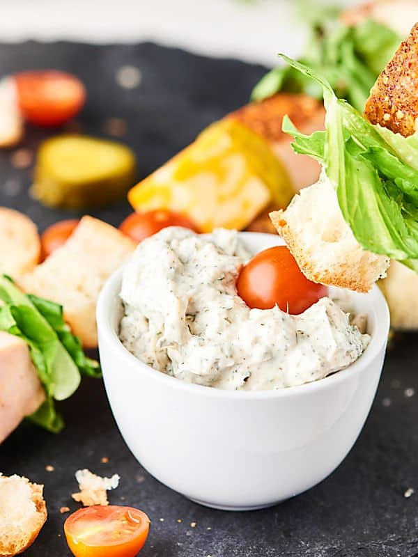 #ad Sandwich Kebabs. A deconstructed sandwich on skewers, loaded with baguette, turkey, cheese, and a creamy dill dipping sauce! showmetheyummy.com #SwitchCircle #JennieO