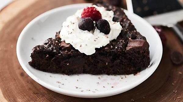 This Healthy Zucchini Cake is vegan, gluten free, flourless, and loaded with almond butter, dark chocolate, and zucchini! showmetheyummy.com