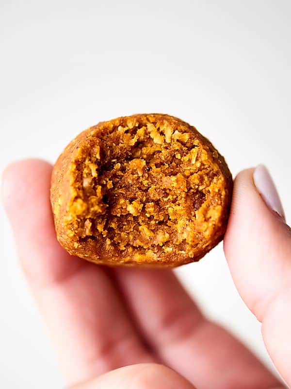 Pumpkin Energy Bites. All your favorite pumpkin pie flavors made into a quick and easy, healthy snack! Full of oats, pecans, pumpkin puree, and spices with an optional chocolate drizzle. Vegan. Gluten Free. showmetheyummy.com