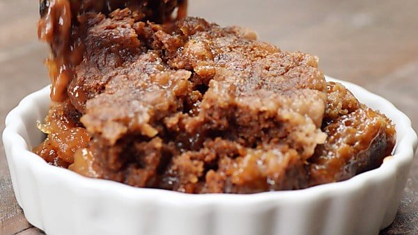 slow cooker caramel apple dump cake being served