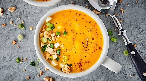 #ad This Roasted Carrot Soup is healthy, vegan, gluten free, and loaded with roasted carrots, onion, garlic, ginger, and coconut milk! showmetheyummy.com Made in partnership w/ @goyafoods #MeatlessMonday #GoyaCanDo #GoyaGives