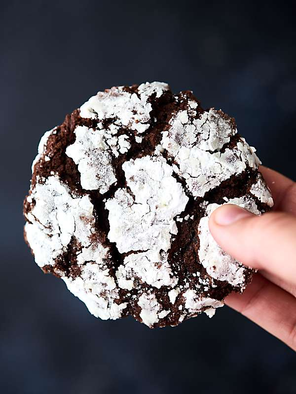 These Chocolate Crinkle Cookies are basically double chocolate cookies rolled in powdered sugar. What's not to love?! Easy. Fudge-y. Delicious! No chilling the dough! showmetheyummy.com #chocolate #cookie
