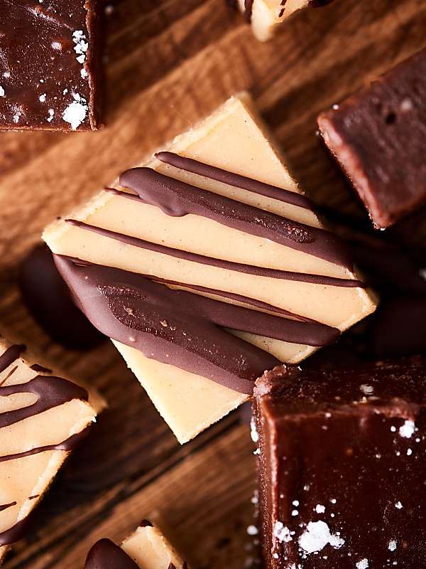 This Easy Peanut Butter Fudge Recipe is made in the microwave! Make the white chocolate version or the double chocolate version! Both are gluten free and made without sweetened condensed milk. showmetheyummy.com #fudge #chocolate