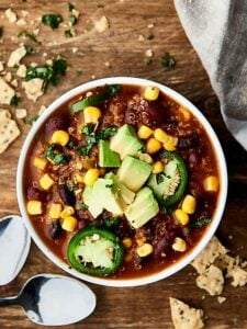 This Instant Pot Vegetarian Chili is SO quick and easy to make and full of vegetables, beans, and quinoa! Healthy. Gluten free. Vegan. Ready in 30 mins! Less than 300 calories per serving.showmetheyummy.com #instantpot #vegan #healthy