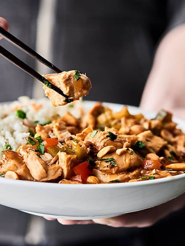 Slow Cooker Kung Pao Chicken. Tender chicken, loads of veggies, and a delicious sauce! Perfect when served over brown rice or cauliflower rice! Easy. Healthy. Can be gluten free! showmetheyummy.com #crockpot #chicken #healthy