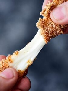 These air fryer mozzarella sticks are a healthier take on a favorite snack classic! Skim string cheese sticks dipped in whole wheat flour, egg, panko breadcrumbs and spices: onion powder, garlic powder, salt, chili powder, and smoked paprika! showmetheyummy.com #airfryer #mozzarellasticks