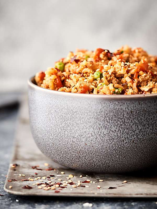 This ground turkey fried rice is a healthier twist on a take out classic! Leftover brown rice is mixed with a few veggies, extra lean ground turkey, spices, soy sauce, rice vinegar, hoisin, chili garlic sauce, and more! showmetheyummy.com #healthy #friedrice