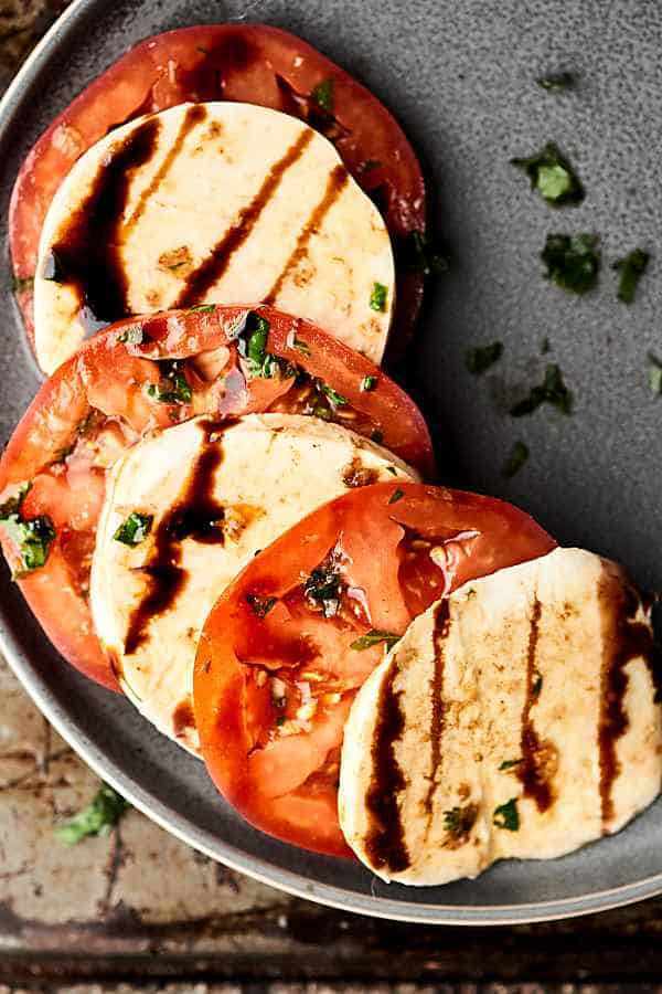 Tomatoes and mozzarella with balsamic glaze from above