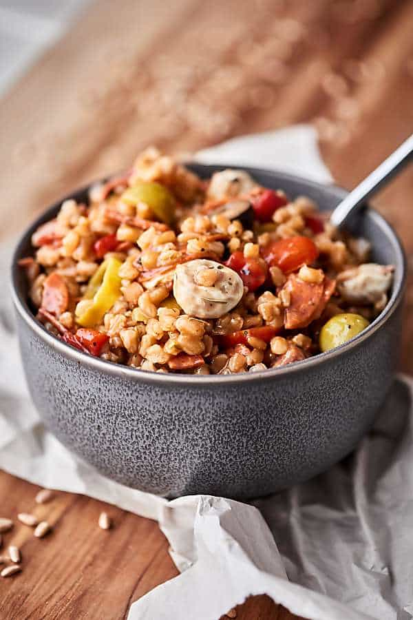 #ad This Antipasto Farro Salad is loaded with farro and all your favorite antipasto ingredients: roasted red pepper, tomatoes, onion, pepperoni, salami, mozzarella, pepperoncinis, olives, and more! Light yet SO satisfying. showmetheyummy.com Made in partnership w/ @bobsredmill #farro #antipasto #salad