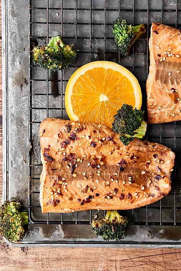 Sheet Pan Asian Salmon and Broccoli. A healthy one pan meal loaded with salmon, broccoli, and an Asian inspired marinade: soy sauce, orange juice, sesame oil, hoisin sauce, garlic powder, ginger, pepper, and crushed red pepper. Only 10 ingredients and 10 minutes of prep!showmetheyummy.com #sheetpan #dinner #healthy #salmon #asian #broccoli